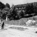 W 1962 r. przed klasztorem.