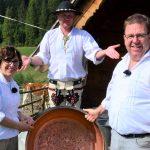 Szwajcarzy uczą się robić oscypki
